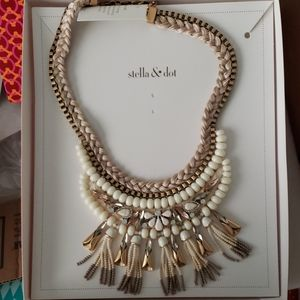 Stella & Dot Eloise statement necklace